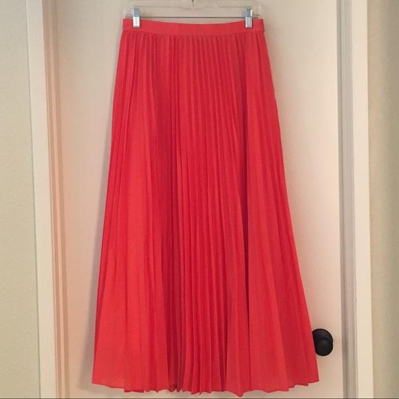 Banana Republic Dresses & Skirts - Banana Republic Pleated Poplin Maxi Skirt